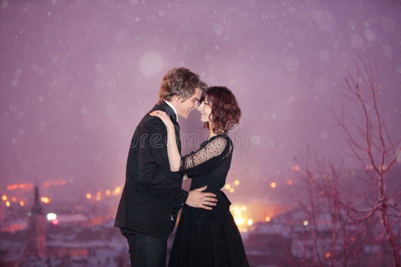 De stad van het paar scape op de Nacht van de Valentijnskaart