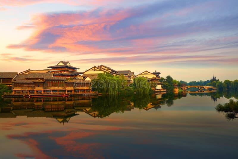 De stad van het Taierzhuangwater in zonsopgang, China stock afbeeldingen