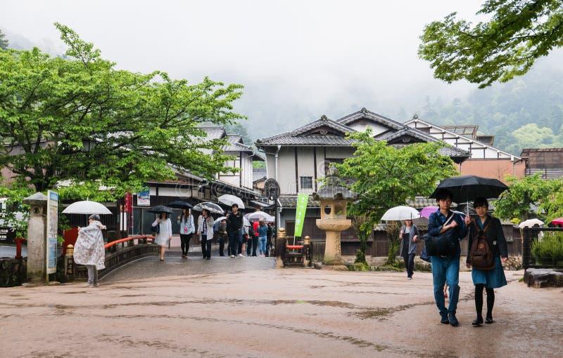 De stad van het toeristenbezoek van Itsukushima stock afbeelding