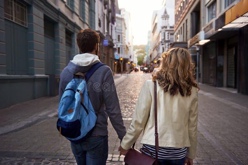 De stad van het toeristenpaar stock foto