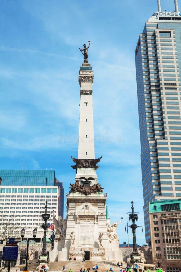 De stad in van Indianapolis met het Zeelieden en Militairenmonument stock foto's