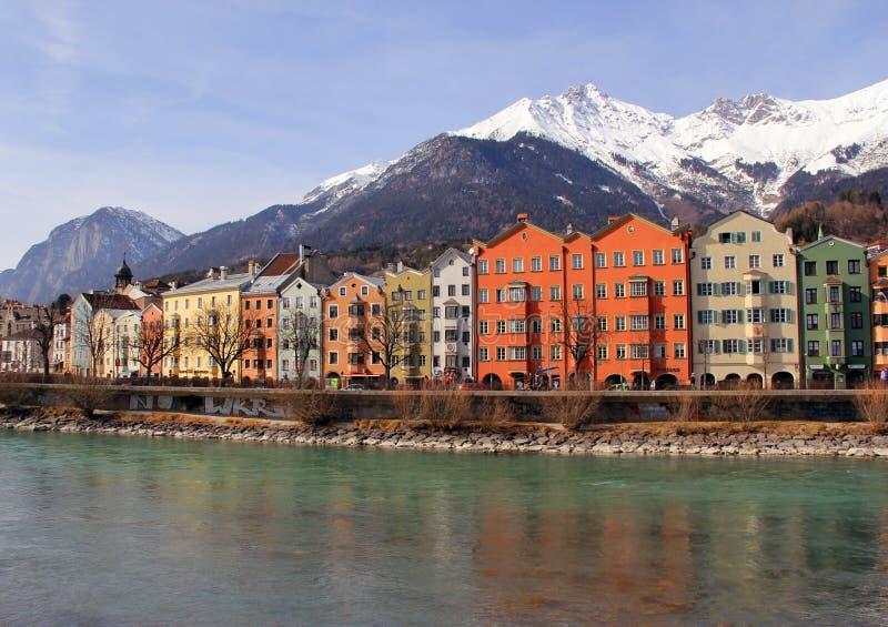 De stad van Innsbruck op rivierherberg oostenrijk royalty-vrije stock afbeelding