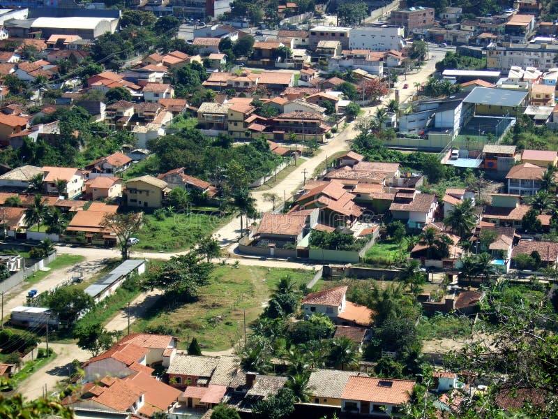 De stad van Itaipu die vanaf de bovenkant van de Berg wordt gezien royalty-vrije stock fotografie