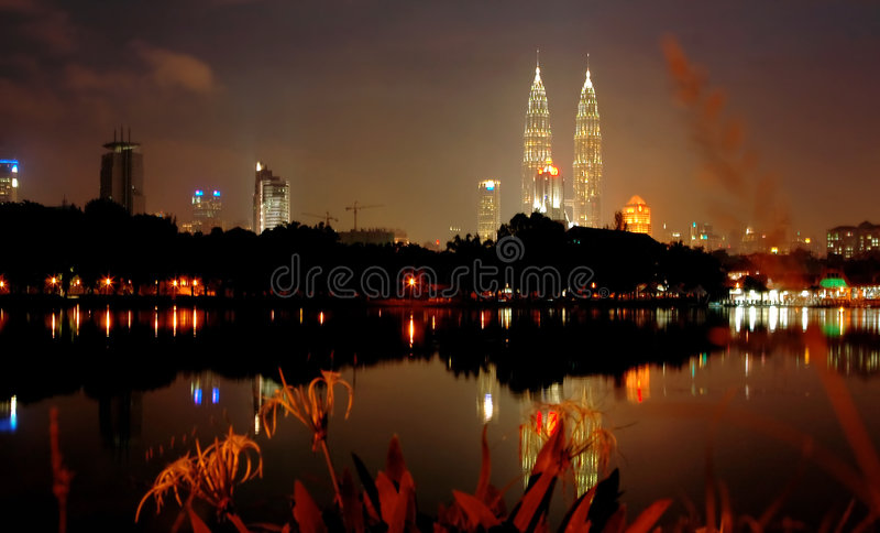 De stad van Kuala Lumpur bij nacht royalty-vrije stock foto's