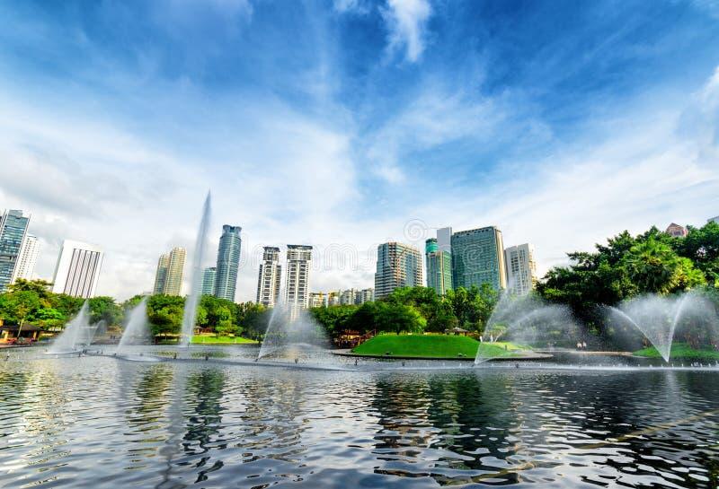 De stad in van Kuala Lumpur in KLCC-district stock foto's