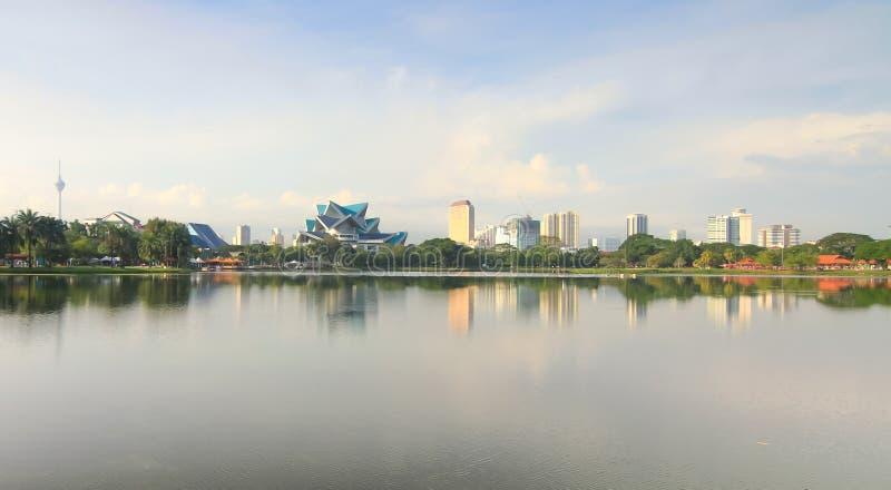 De stad van Kuala Lumpur van Titiwangsa-meer stock afbeeldingen