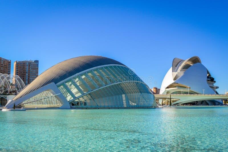 De Stad van Kunsten en Wetenschappen, Valencia, Spanje - Hemisferic en Palau DE les Arts stock afbeelding