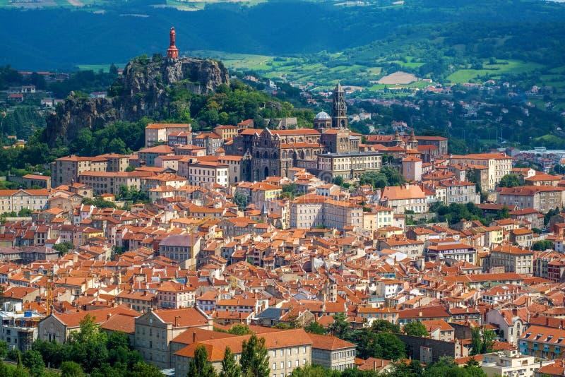 De stad van le Puy-en-Velay, Frankrijk, panorama stock afbeeldingen