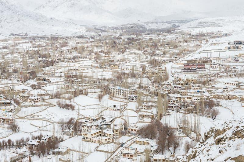 De stad van Lehladakh in de winter stock foto's