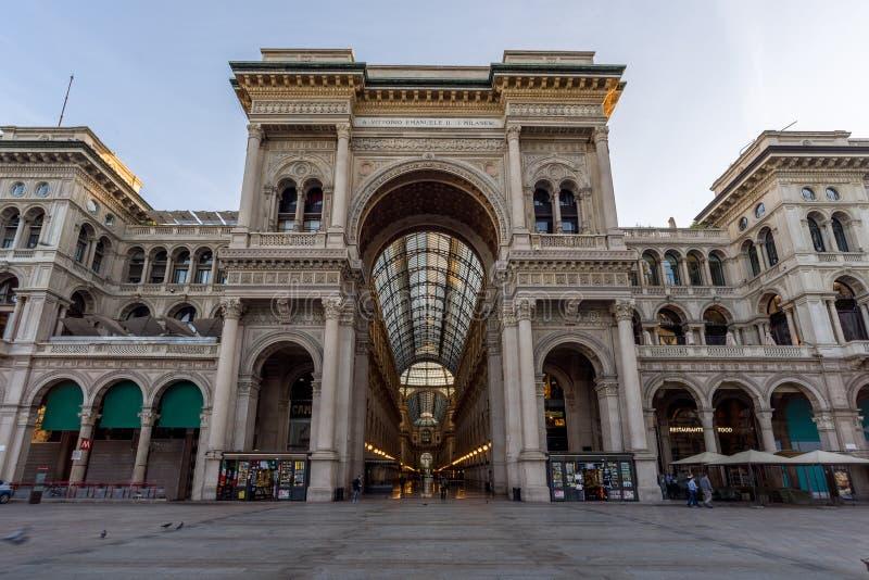 De stad van Milaan wiews Het album van Emanuele van Vittorio stock fotografie