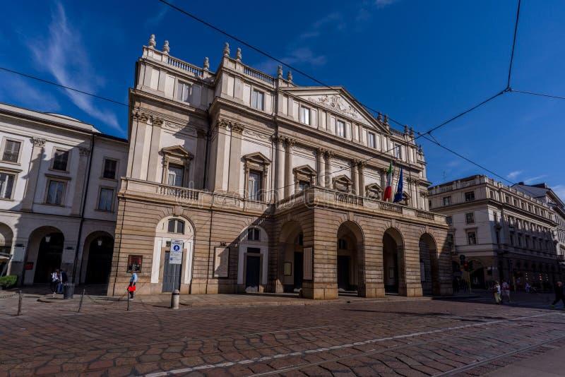 De stad van Milaan wiews Het theater van het La Scala royalty-vrije stock afbeelding
