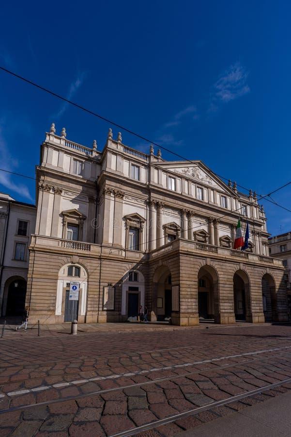 De stad van Milaan wiews Het theater van het La Scala royalty-vrije stock foto