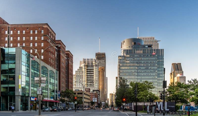 De stad van Montreal bij zonsondergang royalty-vrije stock afbeelding