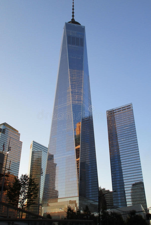 De Stad van New York, 2 Augustus: Freedom Tower-de Bouw bij schemer in Manhattan van de Stad van New York royalty-vrije stock foto's