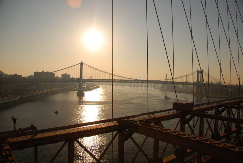 De Stad van New York bij zonsondergang stock foto