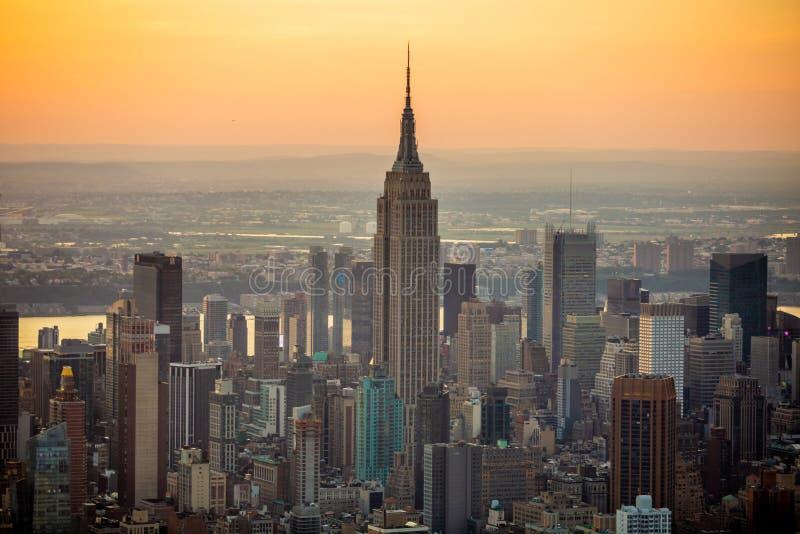 De stad van New York bij zonsondergangsatellietbeeld royalty-vrije stock afbeeldingen