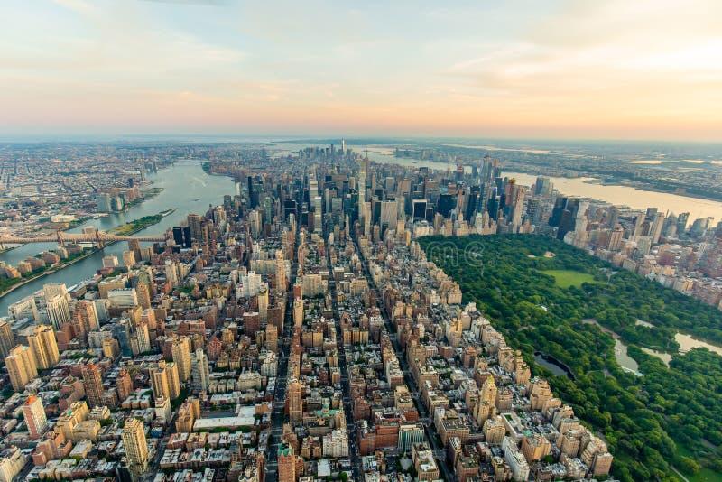 De stad van New York bij zonsondergangsatellietbeeld royalty-vrije stock foto's