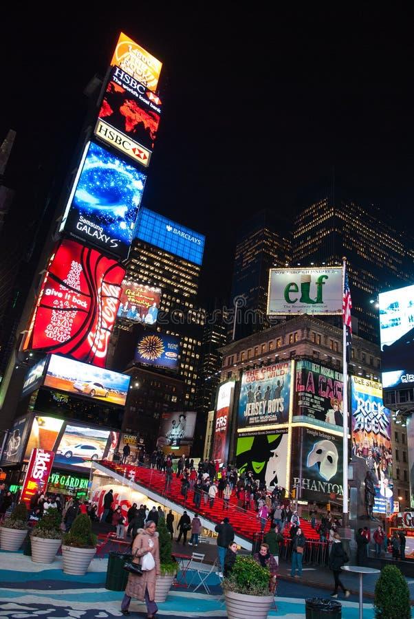 De STAD van NEW YORK - 25 Dec, 2010: Times Square met LEIDENE advertenties op Broadway bij nacht, Manhattan op 25 Dec, 2010 in de stock fotografie
