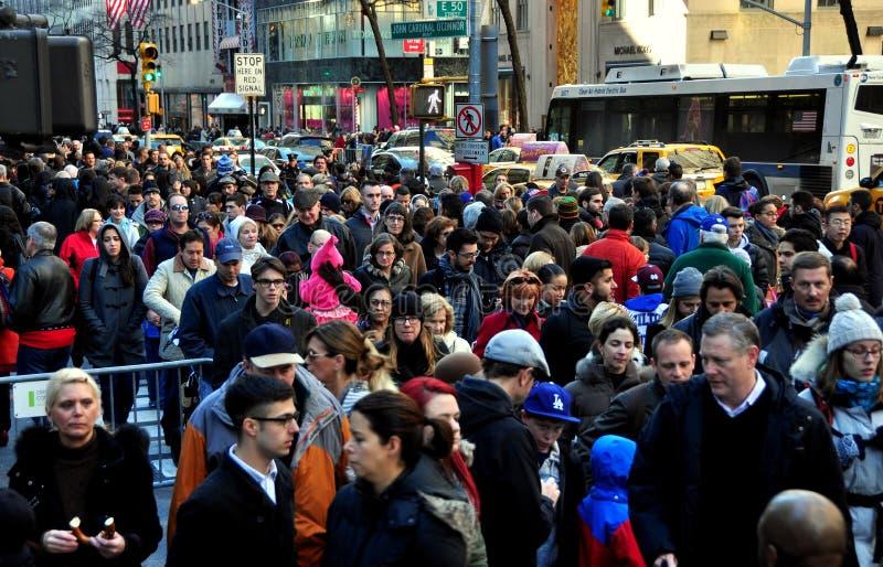 De Stad van New York: Menigten op Fifth Avenue royalty-vrije stock fotografie