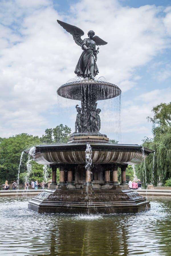 De Stad van New York, NY/USA - circa Juli 2015: Bethesda Fountain bij de Wandelgalerij van Central Park, de Stad van New York royalty-vrije stock afbeeldingen