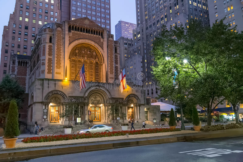 De Stad van New York, NY/USA - circa Juli 2015: St Bartholomew Kerk in New York stock fotografie