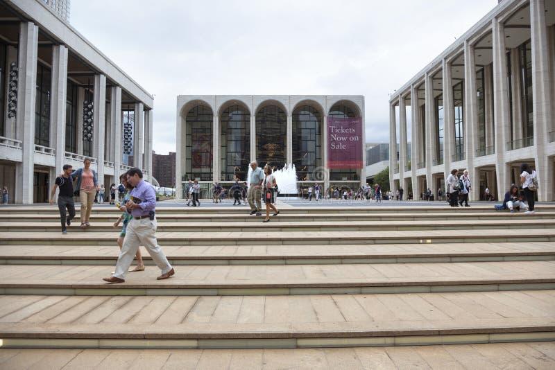 De stad van New York, 12 september 2015: de mensen lopen dichtbij op stappen metr royalty-vrije stock foto