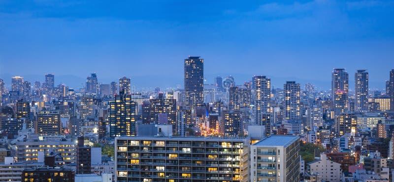 De stad van Osaka cityscape van het de scènepanorama van de de Bouwnacht Achtergrond royalty-vrije stock fotografie