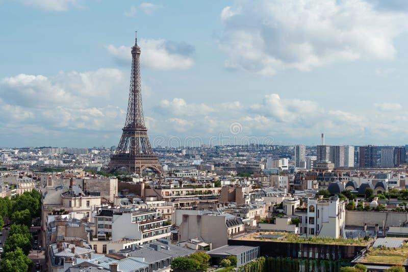 De stad van Parijs in Frankrijk met iconische de toren van Eiffel en symbool van Frankrijk in de zomer royalty-vrije stock fotografie