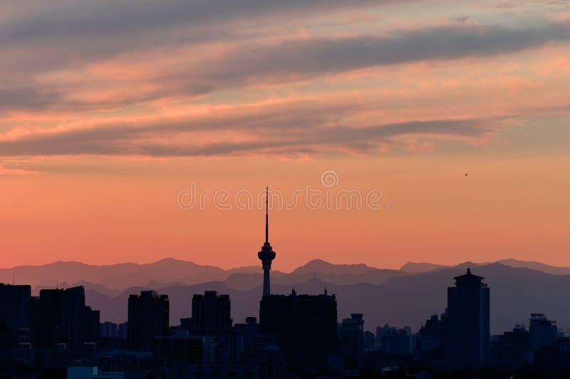De stad van Peking onder de zonsondergang stock fotografie