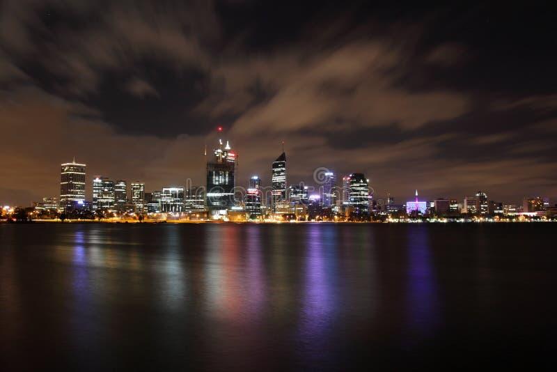 De Stad van Perth bij Nacht stock fotografie