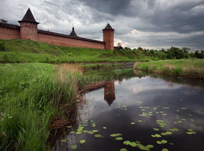 De Stad van Suzdal De muren van het Kremlin stock afbeeldingen