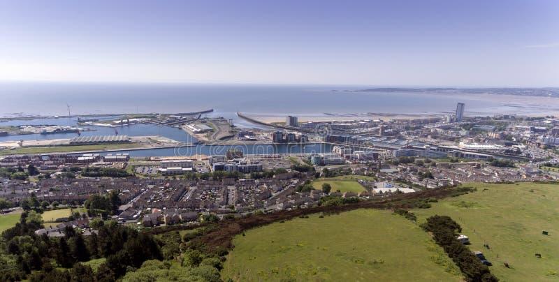 De stad van Swansea van Kilvey-Heuvel stock foto