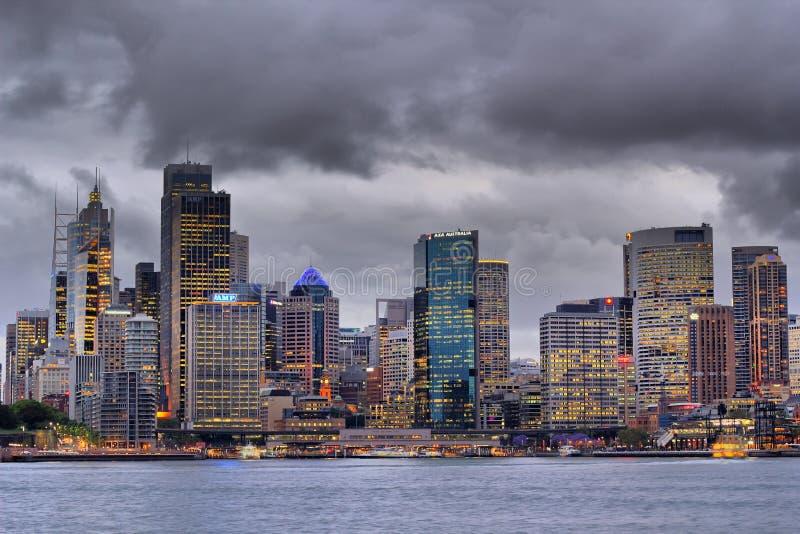 De Stad van Sydney bij dageraad stock foto