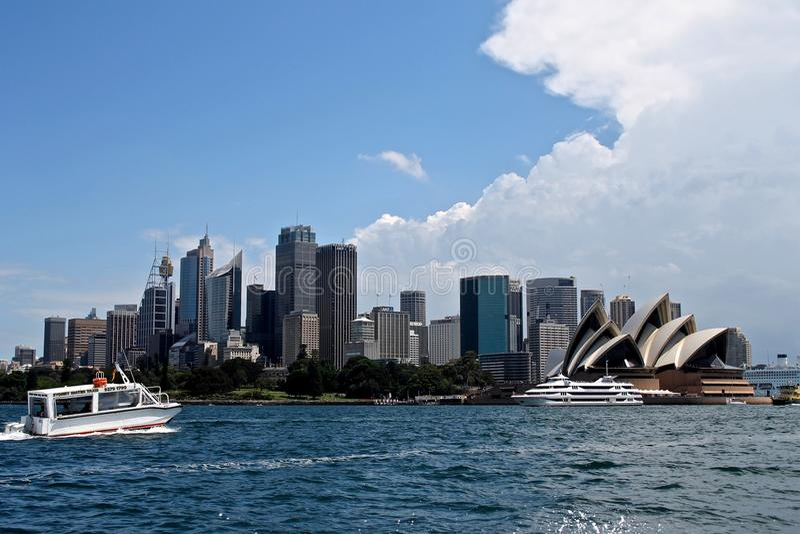 De stad van Sydney in de zomerochtend royalty-vrije stock foto