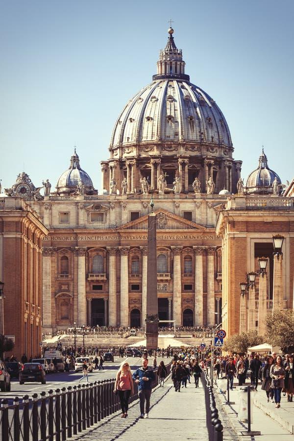 De Stad van Vatikaan, Basiliek van Heilige Peter Via della Conciliazione in Rome, Italië stock afbeeldingen