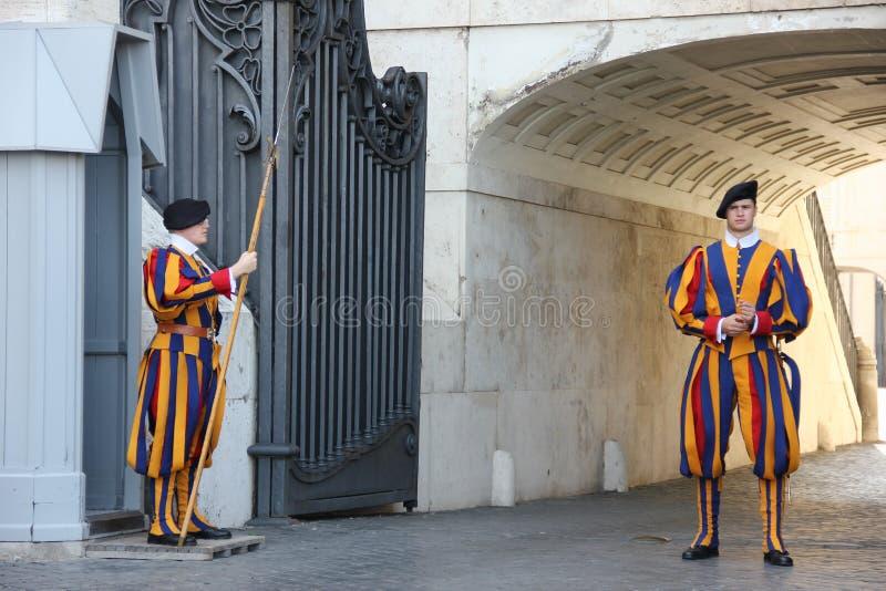 De Stad van Vatikaan, Rome/Italië - Augustus 24 2018: Plechtige Wacht in Vatikaan stock afbeeldingen