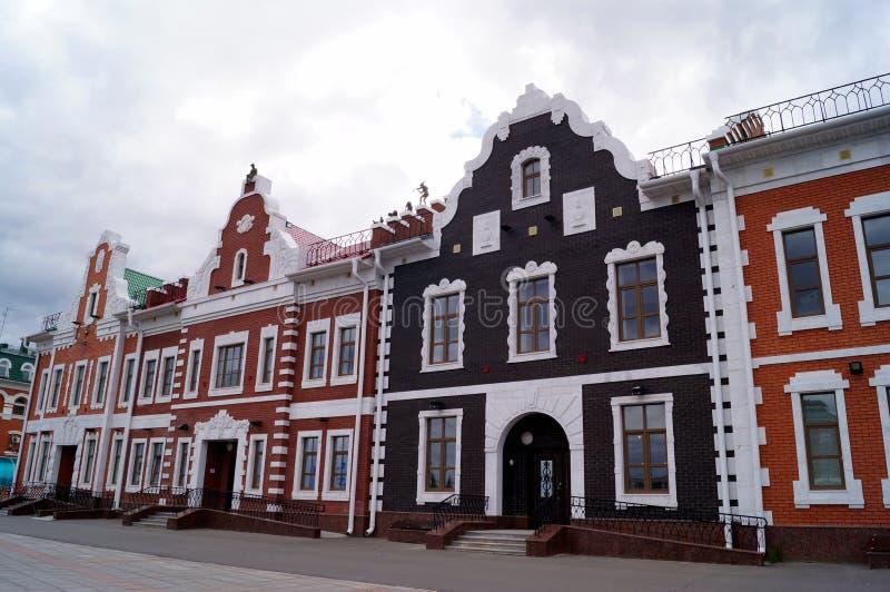 De stad van Yoshkarola, Mari El, Rusland De Waterkant Brugges Feestad met een mooie promenade royalty-vrije stock afbeelding