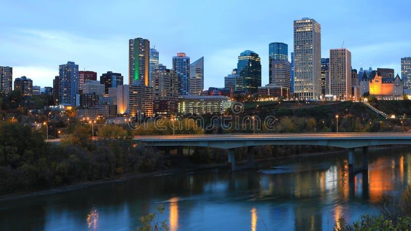 De stadscentrum van Edmonton, Canada bij nacht stock fotografie