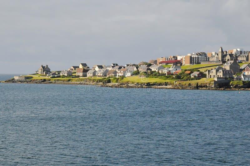 De stadscentrum van Lerwick, kust stock foto