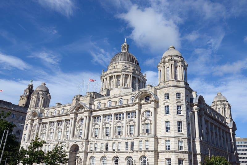 De stadscentrum van Liverpool - Drie vereren, gebouwen stock foto