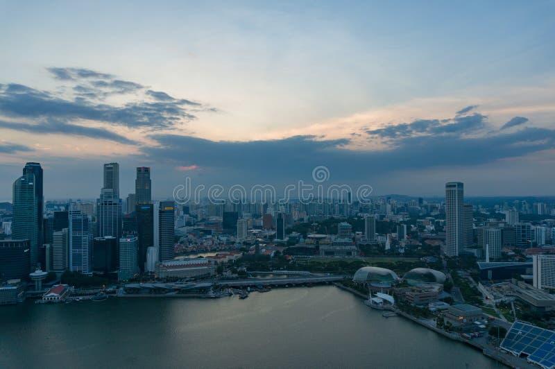 De Stadscentrum van Singapore Het financiële district van Singapore bij nacht royalty-vrije stock afbeelding