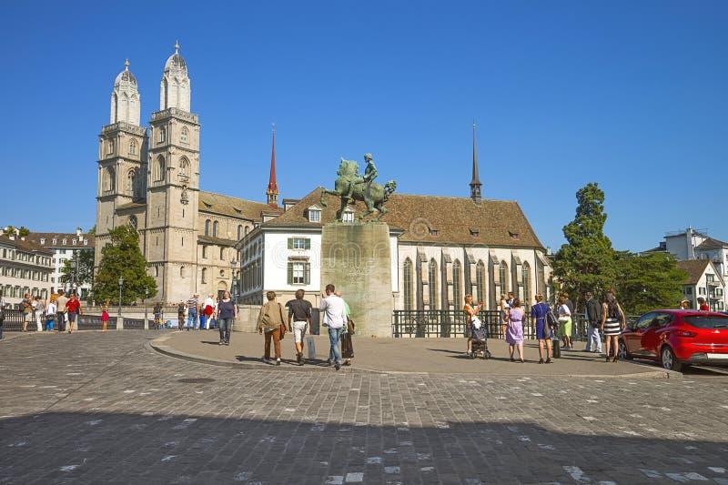 De stadscentrum van Zürich en monument aan Hans Waldmann, Zwitserland stock foto's