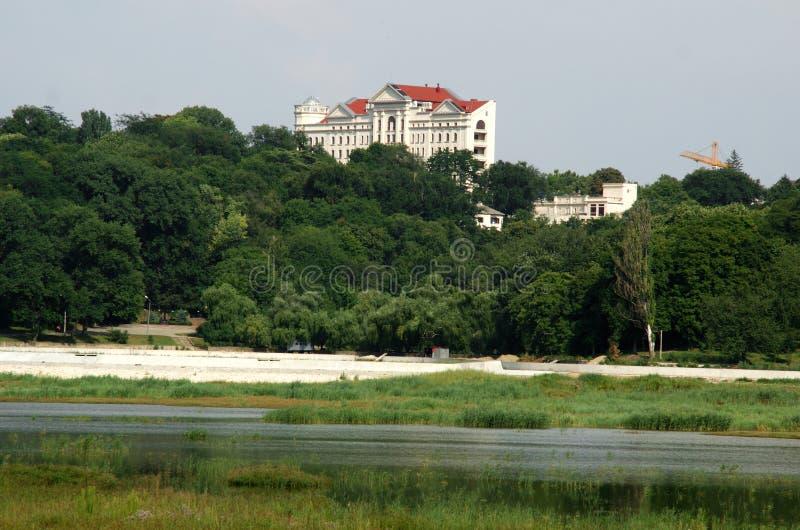 De stadschisinau van het meer stock afbeelding