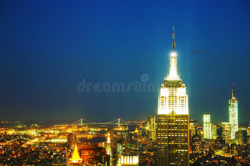 De Stadscityscape van New York in de nacht stock foto