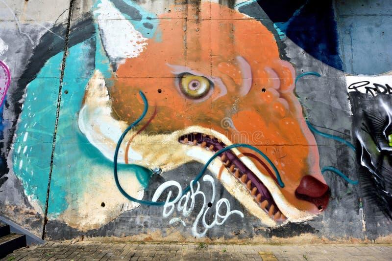 De stadsgraffiti op de cementmuur stock afbeelding