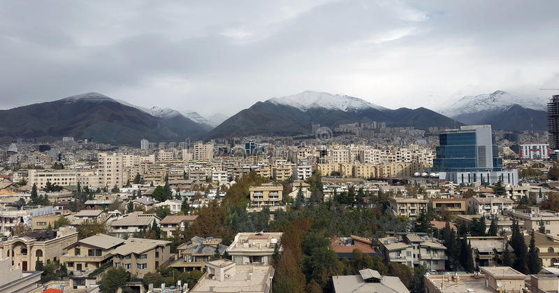 De stadshoofdstad van Teheran van Iran in luchtmening van royalty-vrije stock afbeeldingen