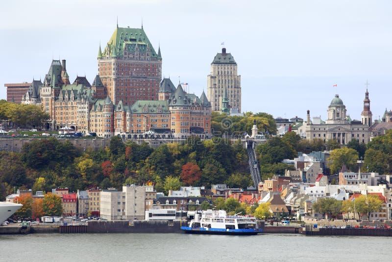 De stadshorizon en Heilige Lawrence River van Quebec in de herfst stock foto's