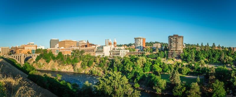 De stadshorizon en straten van Spokane Washington stock fotografie
