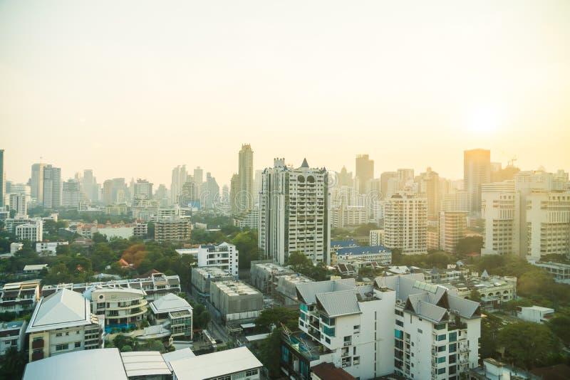 Download De Stadshorizon Van Bangkok Stock Foto - Afbeelding bestaande uit zaken, vervoer: 107707536