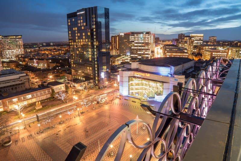 De stadshorizon van Birmingham bij schemer stock foto's